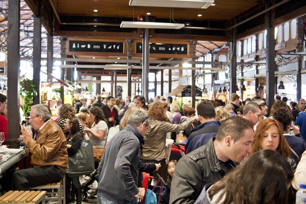 mercado_de_san_miguel_crowd