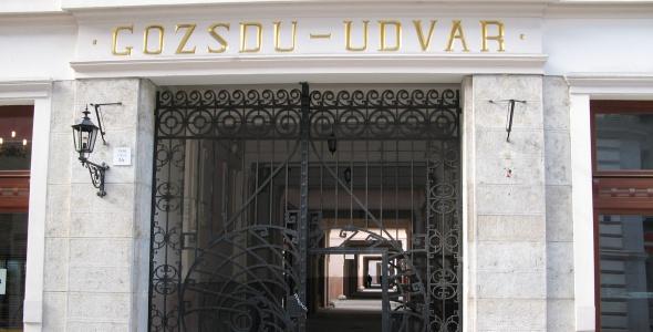 gozsdu-courtyard-entrance__big