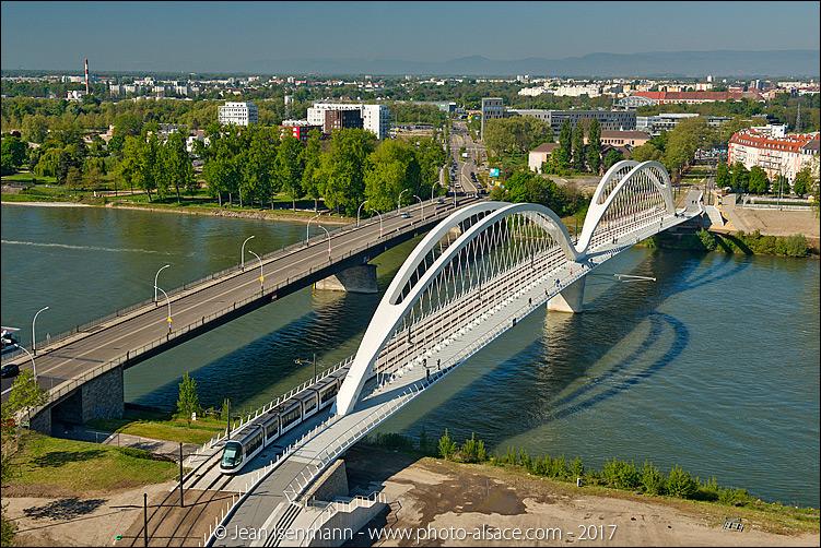 Tramway entre Strasbourg et Kehl et le pont Beatus-Rhenanus