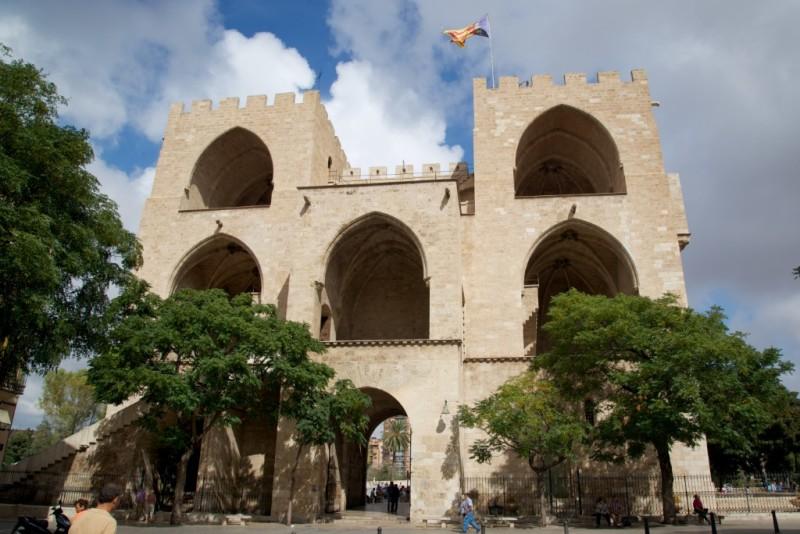 open-arches-torres-de-serranos-valencia-spain-800x534