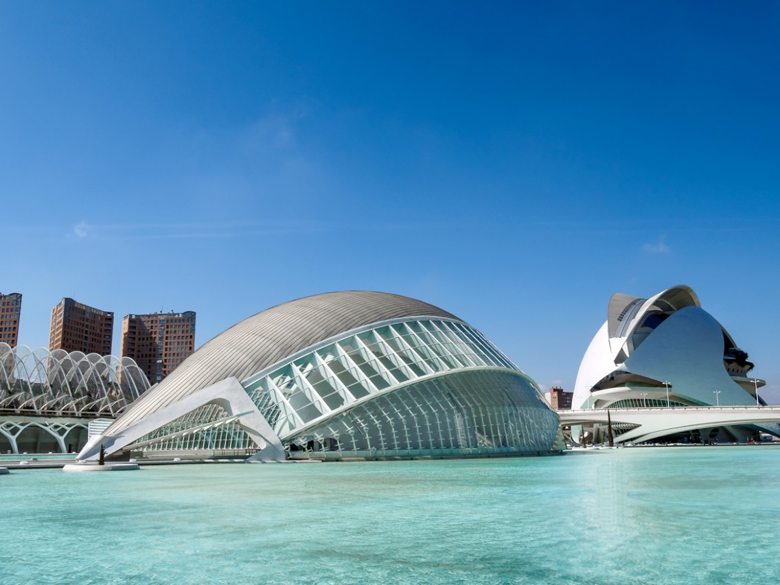city-of-arts-and-science-in-valencia-spain-designed-by-the-architect-santiago-calatrava_ciudad-artes-y-ciencias-12