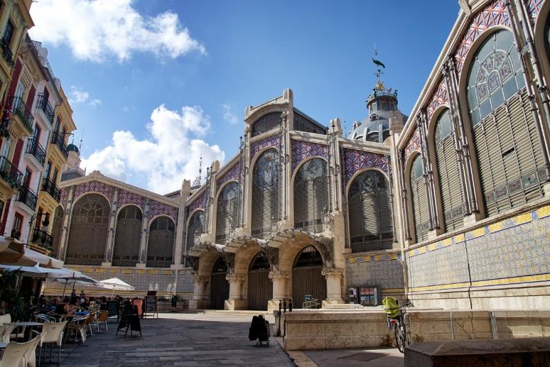mercat-central-de-valencia-entrance-spain-800x534