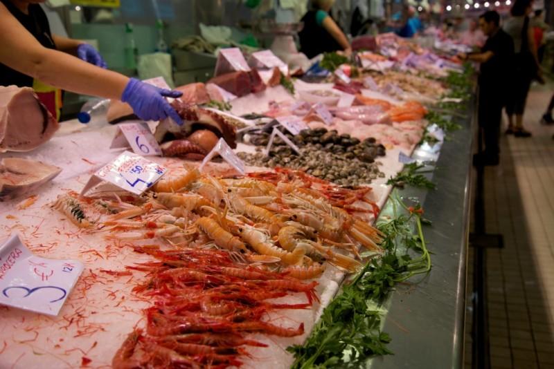 shellfish-in-mercat-central-de-valencia-spain-800x534
