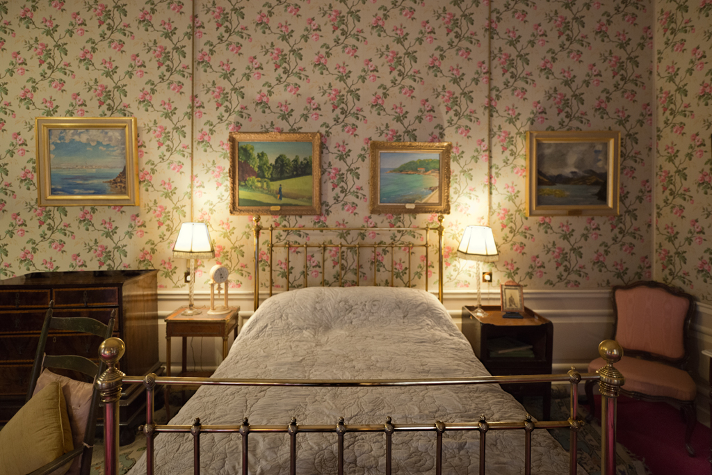 sir-winston-churchills-birth-room-blenheim-palace-woodstock-2014-by-leslie-hossack
